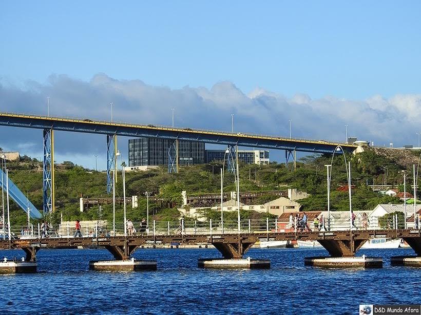 Pontes Rainha Juliana e Rainha Emma, em Curaçao, - Diário de Bordo: cruzeiro pelo Caribe
