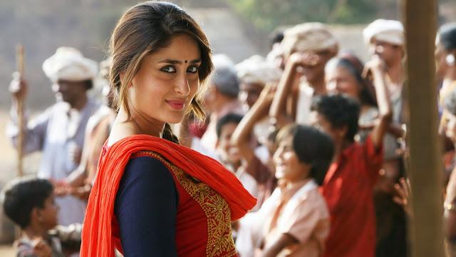 Kareena Kapoor Wallpaper easing eyes in red dress