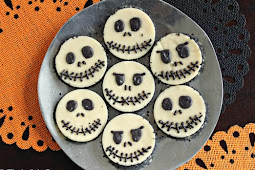 Skull White Chocolate Fudge Rounds for Halloween Party