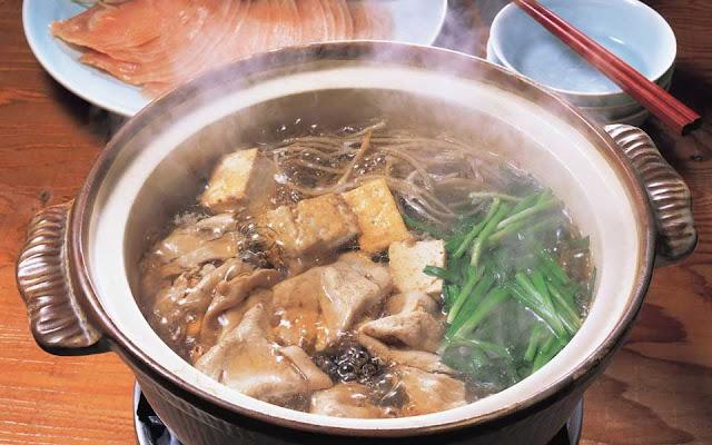 мясо  (говядина, баранина или свинина) - 200 гр; мозговые кости - 150 г; вода - 1 л; соль;