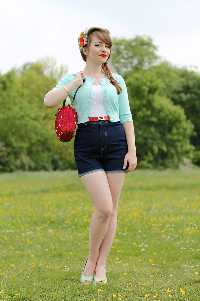 Collectif Lucy strawberry cardigan, Lily denim shorts and strawberry wicker bag review