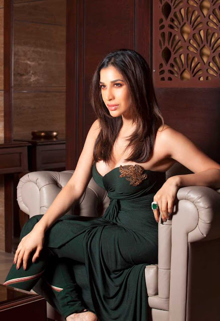 Sophie Choudry  IMAGES, GIF, ANIMATED GIF, WALLPAPER, STICKER FOR WHATSAPP & FACEBOOK