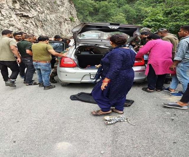 उत्तराखंड समाचार: तोताघाटी में चलती कार के ऊपर गिरा पत्थर, प्रोफेसर मनोज सुंदरियाल की हुई मौत।