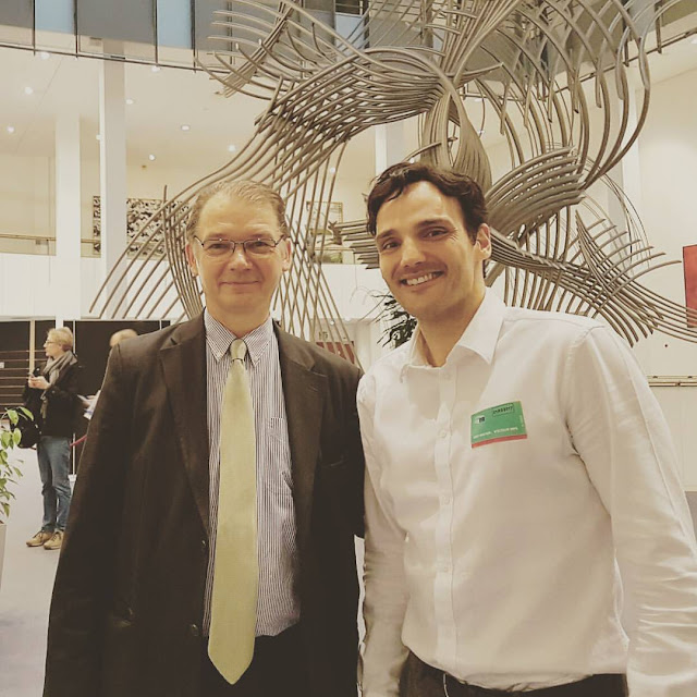 Député Européen Philippe Lamberts avec l'artiste belge Ben Heine