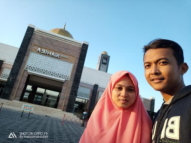 Foto Selfie di Masjid Namira terbalik