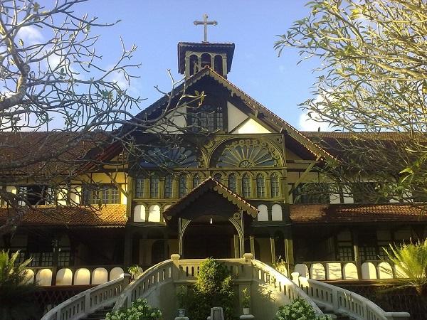 Công trình với kiến trúc phương Tây kết hợp với kiến trúc truyền thống