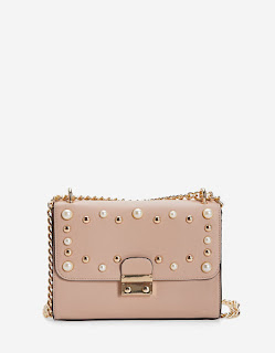 https://www.stradivarius.com/fr/sac-bandouli%C3%A8re-perles/sac-bandouli%C3%A8re-perles-c0p300387516.html?colorId=148&keyWordCatentry=Sac+bandouli%C3%A8re+perles