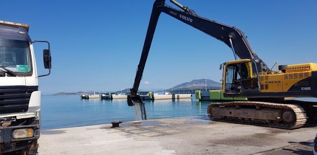 Ήγουμενίτσα: Χώματα και πέτρες είχαν συσσωρευτεί στην πρόσδεση πλοίων στο νέο και στο παλαιό λιμάνι Ηγ/τσας