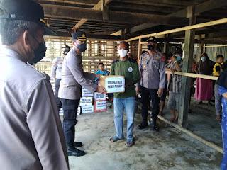 Bencana Angin Puting Beliung, Kapolres Pangkep Bagikan Paket Sembako