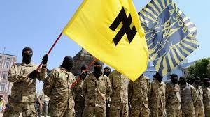 guerriglieri in mimetica dle battaglione azov