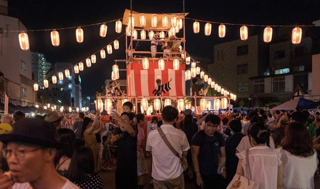 In August, set out to watch the sunflower, attend the biggest Obon festival in Japan
