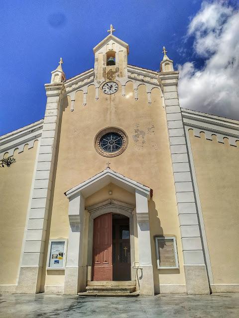 Baska na Krk, widok na centrum miasta, zabytkowy kościół