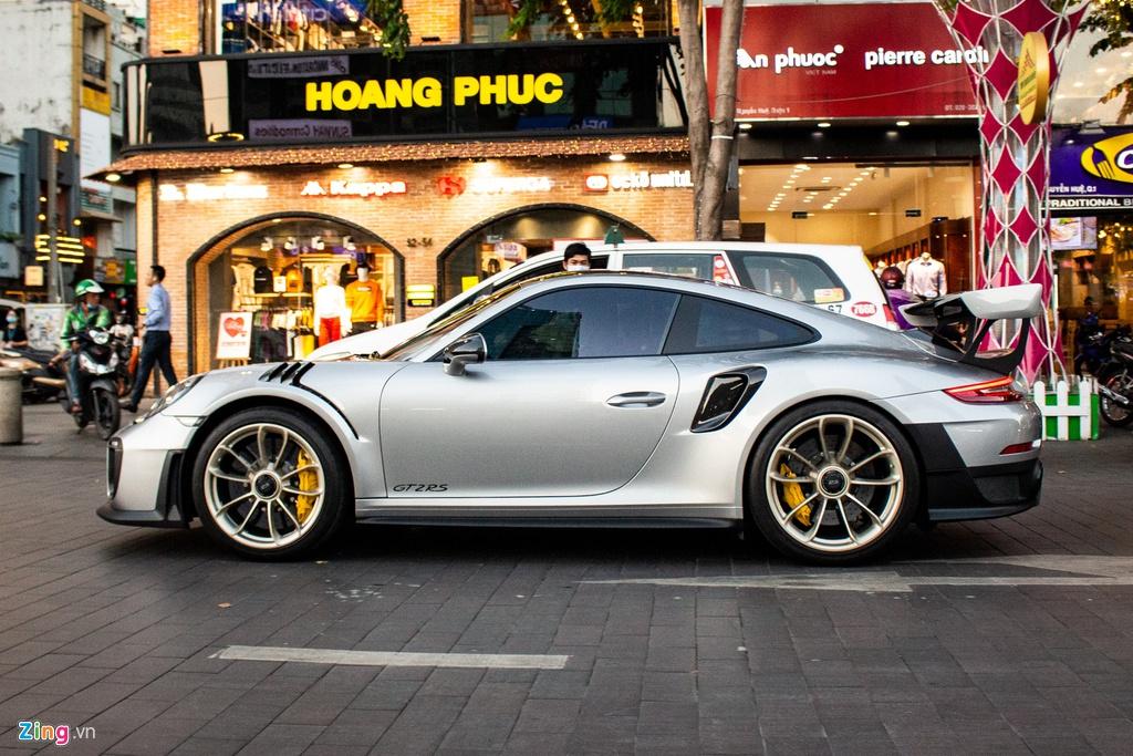 Porsche 911 GT2 RS với gói nâng cấp độc nhất Việt Nam