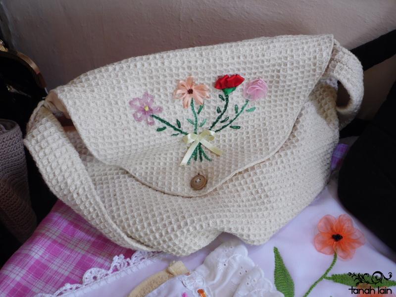 Flores bordadas con listón: Amapolas