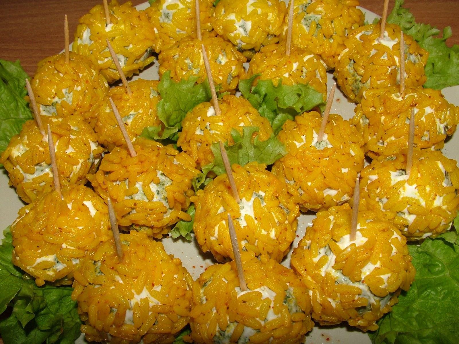 Kulki mięsne w żółtym ryżu