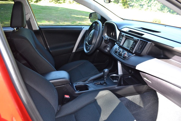 2016 Toyota RAV4 LE front seats