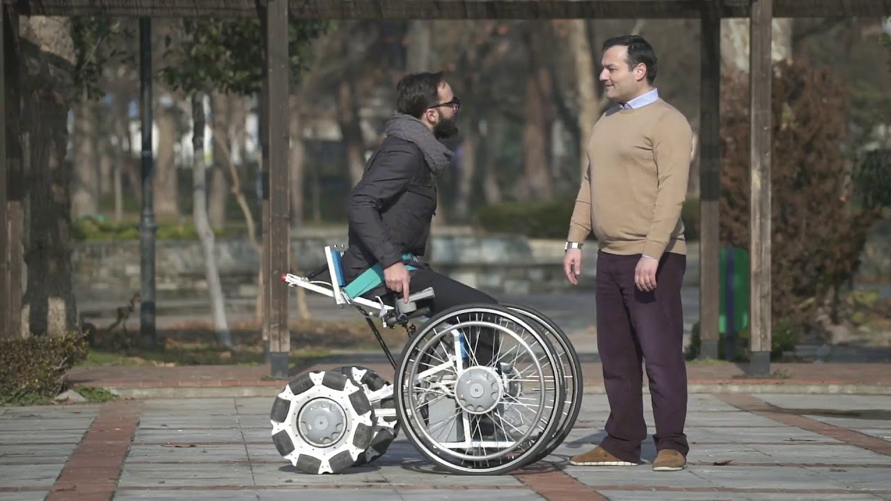 Felçli kızına elleriyle tekerlekli sandalye yaptı