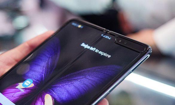 موعد طرح هاتف سامسونج Galaxy Fold 2 القابل للطي !!