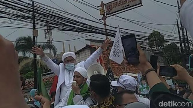 Teriakan Takbir hingga Tangis Haru Sambut Kedatangan Habib Rizieq di Petamburan