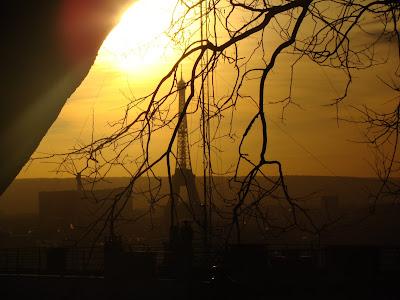 A Torre Eiffel vista do morro onde está a Sacre Cœur - Paris - França