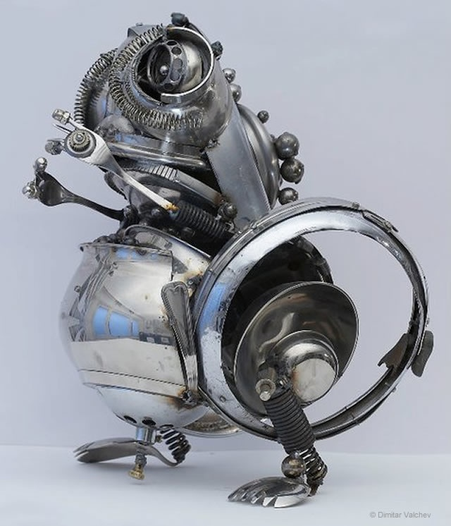 09-Frog-Side-Dimitar-Valchev-Recycled-Animal-and-Insect-Sculptures-www-designstack-co