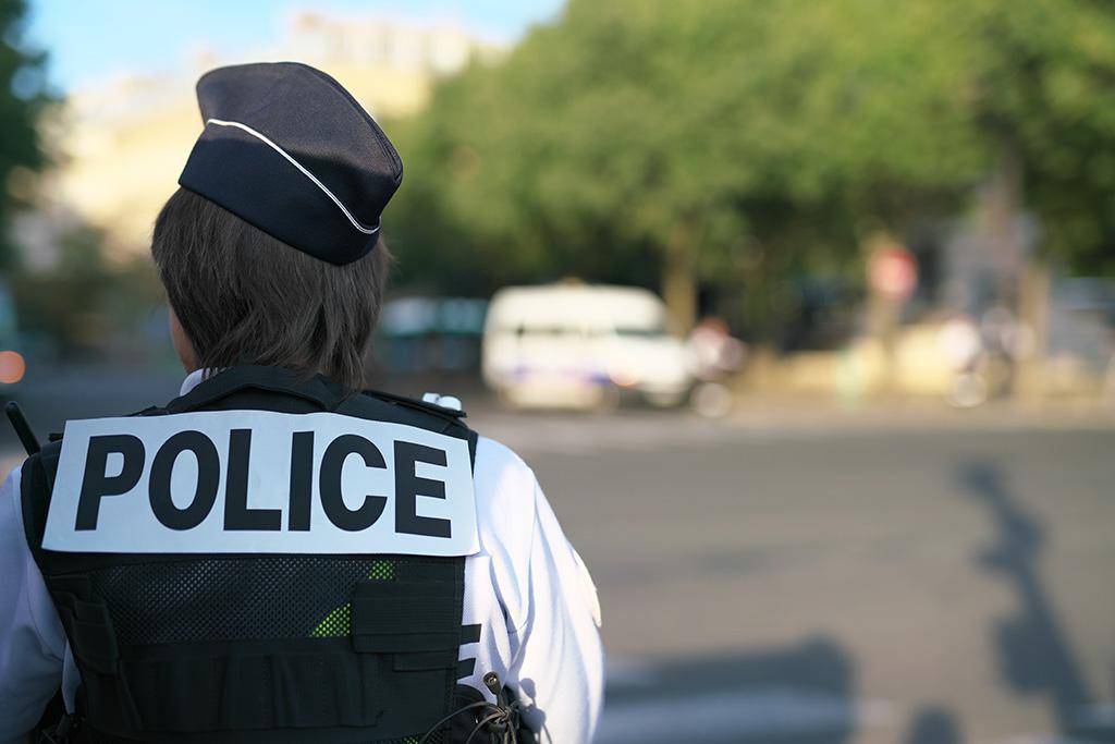 Vénissieux : Le conducteur d'un fourgon refuse de s'arrêter et fonce sur une policière qui ouvre le feu