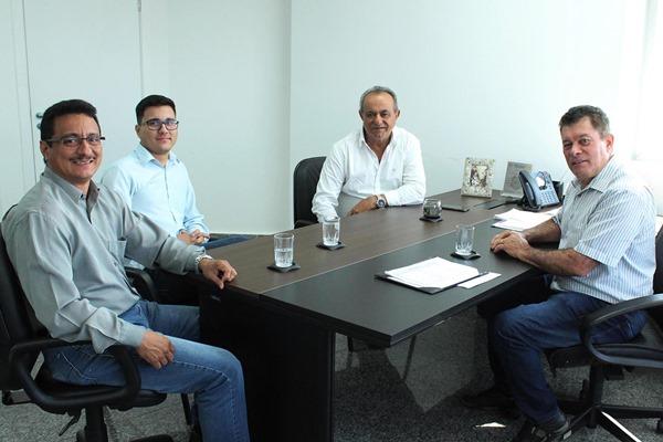 Ex-prefeito Laerte Queiroz busca soluções para Nova Mamoré