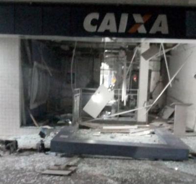 Ladrões explodem CEF de Bezerros