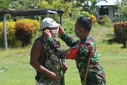 Satgas Pamtas Yonif 403/WP Berikan Masker dan Pengobatan Gratis ke Warga Workwana Keerom