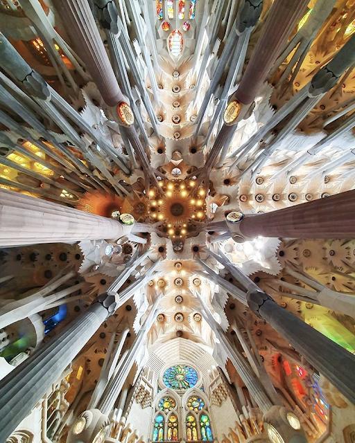 sagrada familia Barcellona interno foto