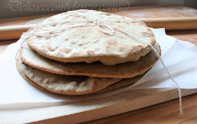Pane azzimo (senza lievito, cotto in padella o in forno)