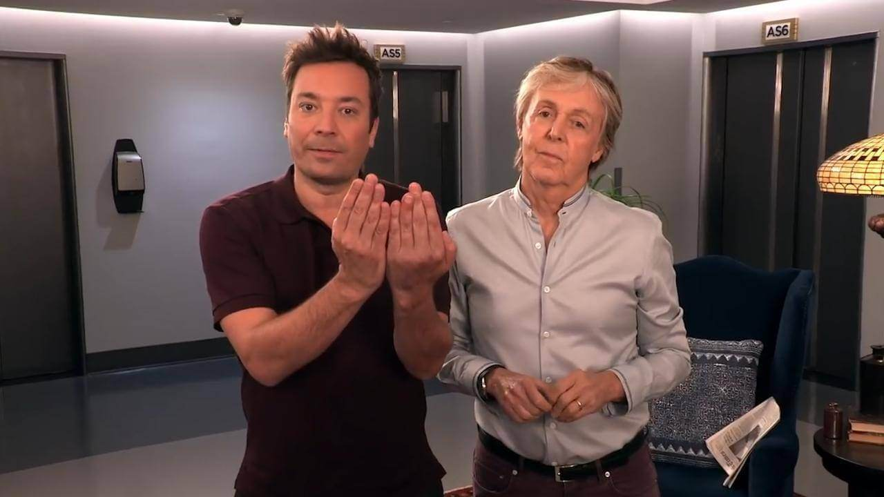 Paul McCartney And Jimmy Fallon Surprise Tourists In Stunt At New York's Rockefeller Centre