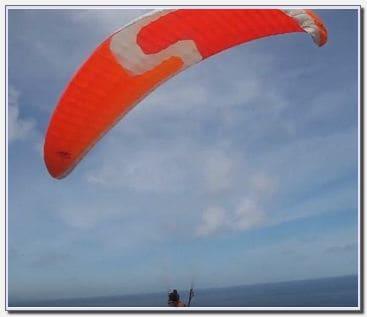 Paralayang di Pantai Pandawa