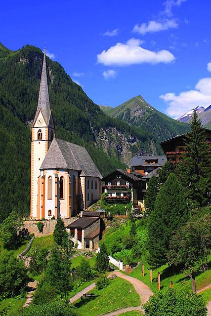 iglesia de san vicente en una verde colina