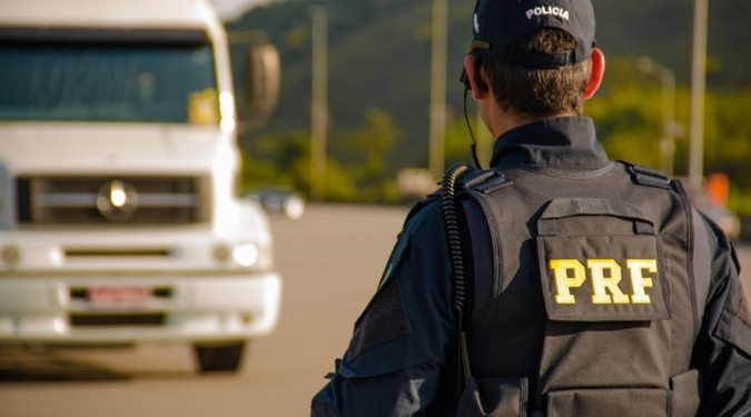 PRF e Polícia Civil desarticulam organização criminosa especializada no roubo de caminhões