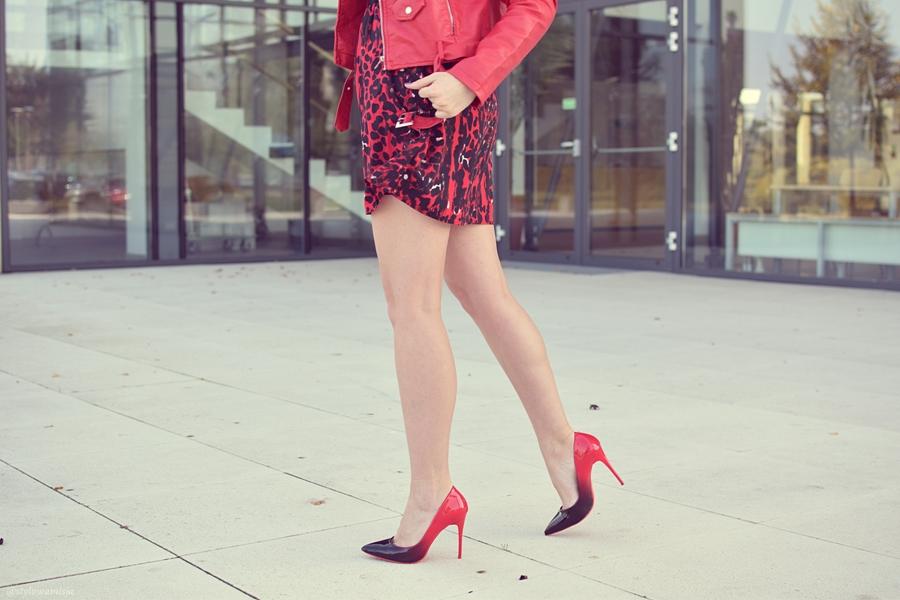 answear, czapka, kurtka, moda, ombre, pantofelek24, red, stylizacja, sukienka, szpilki, totallook, totalred, uszy,
