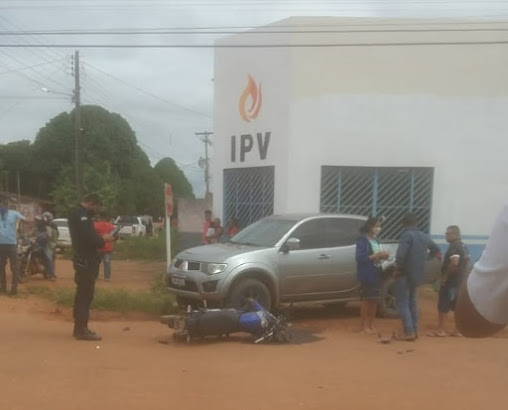 ASSISTA O VIDEO: Acidente envolvendo três veículos é registrado no bairro 10 de abril em Guajará-Mirim