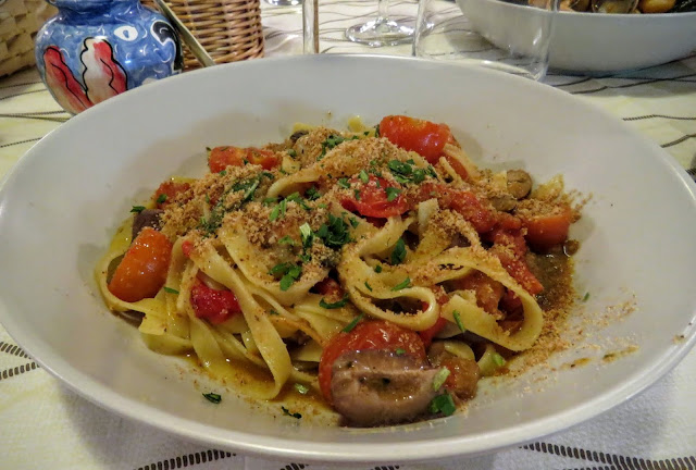 Sicilian Food - fresh pasta with tomatoes