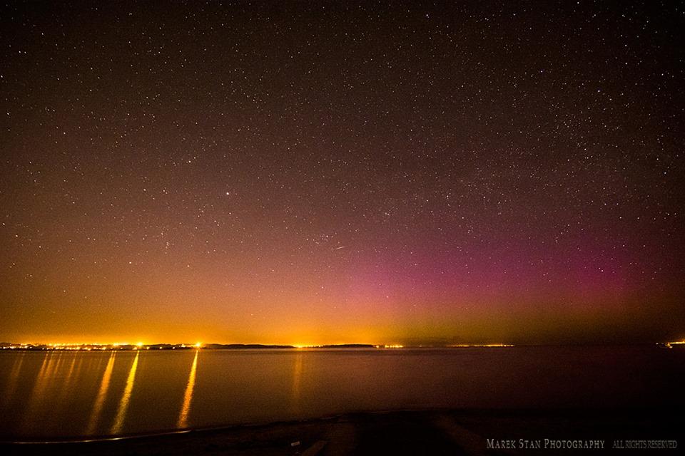 Zorza polarna sfotografowana w noc z 1 na 2 maja, godz. 22:45 CEST. Reda, pomorskie. Autor: Marek Stan