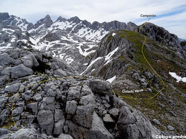 Llegando al Collado Verde en Picos de Europa.