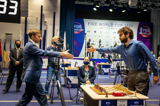 Le match de départage entre Sam Shankland (2709) et Sergey Karjakin (2757) - Photo © Anastasia Korolkova