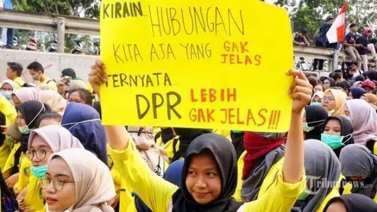 28 Meme Demo Para Mahasiswa Tolak Revisi UndangUndang RUU KUHP, Dari Yang Unik Sampai Bikin