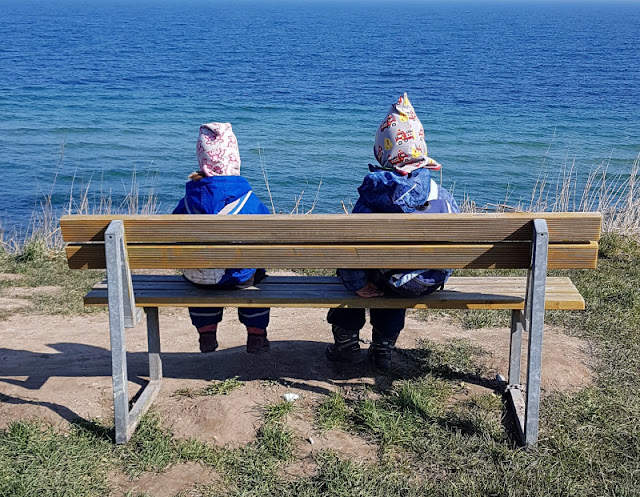 Küsten-Spaziergänge rund um Kiel, Teil 1: Die Steilküste bei Stohl. Am Meer und der offenen Ostsee im Schwedeneck finden Spaziergänger eine unvergessliche Aussicht.
