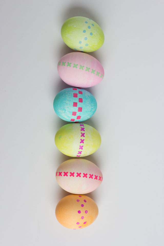 Simple stenciled Easter egg decorating idea
