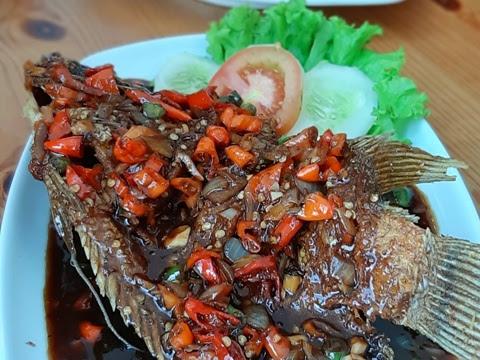 Terpikat Gurame Hantu Petir dan Bebek Sambel Kecombrang di Huk Family Resto Bintaro