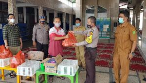 Kapolsek Medan Area Melaksanakan Kegiatan Kampung Tangguh Dan Memberikan Bantuan Tali Asih Buat Warga Komplek Dan Santri Tahfiz Qur'an.