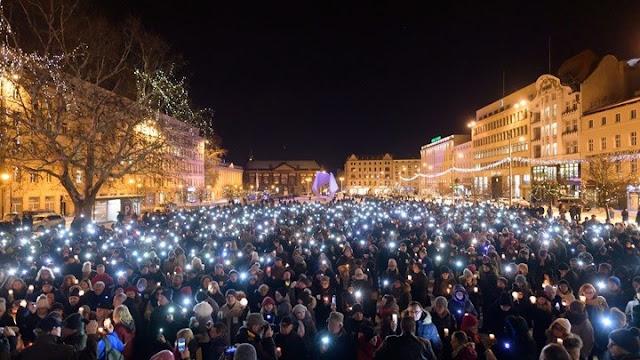 Διαδηλώσεις  στην Πολωνία μετά τη δολοφονία του δημάρχου
