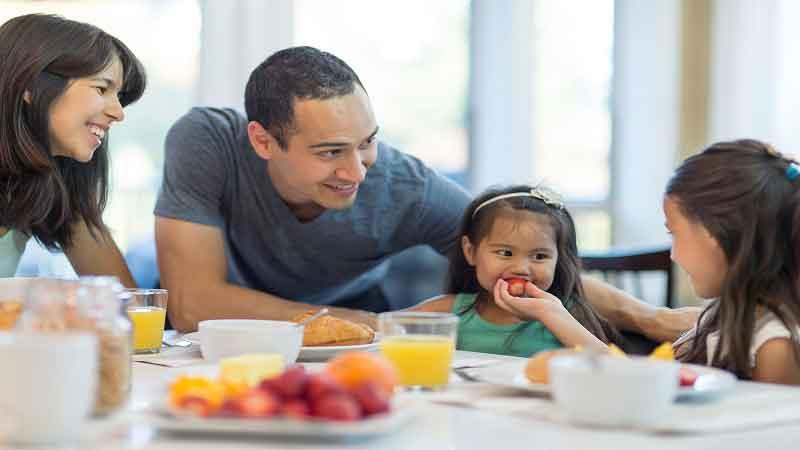 5 Cara Membiasakan Ngemil yang Sehat pada Anak