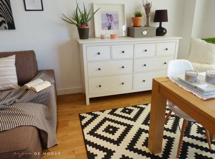 salón con muebles y complementos de ikea. Suelo vinílico con sistema click