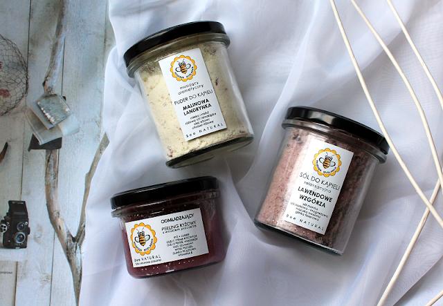 """Puder """"Malinowa Landrynka"""", sól """"Lawendowe Wzgórza""""  i odmładzający peeling ryżowy. Recenzja naturalnych kosmetyków od Miodowej Mydlarni."""
